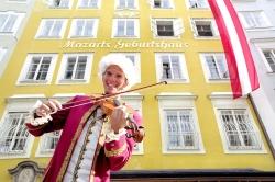 Vor_Mozarts_Geburtshaus_00271](c)Tourismus_Salzburg_GmbH